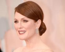 Oskara burziņā aktrise Mūra rotājas ar superdārgām rotām