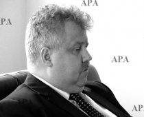 Atvadīties no izcilā Latvijas diplomāta Hardija Baumaņa varēs otrdien, 14. aprīlī