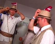 No Latvijas vislabākie! Mūsu hokeja fani sev šuj eksluzīvus tērpus