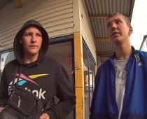 VIDEO: Divu puišu dzīve uz ielas